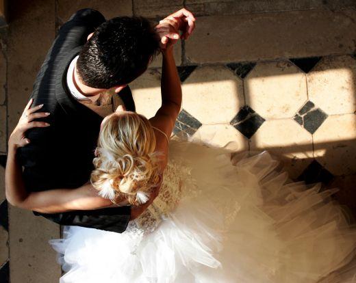 Praktyczne porady instruktora tańca przed weselem.